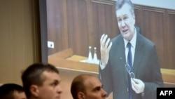 Виктор Янукович во время видеодопроса. Киев, Святошинский суд, 28 ноября 2016 года