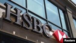 بانک «اچ اس بی سی» دسامبر ۲۰۱۲ بهخاطر نقض تحریمهای آمریکا علیه ایران و چند کشور دیگر یک میلیارد و ۹۰۰ میلیون دلار جریمه شد