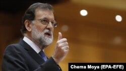 ესპანეთის პრემიერ-მინისტრი მარიანო რახოი ქვეყნის პარლამენტის ზედა პალატაში გამოსვლისას (27.10.2017)