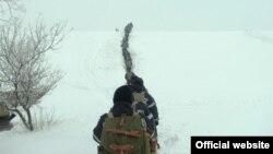 8 km au parcurs salvatorii în drum spre s.Maramonovca, r-ul Drochia, pentru a salva o femeie de 59 de ani şi un bărbat de 33 de ani, care aveau nevoie urgentă de dializă. (Foto: dse.md)