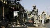 Soldaţi americani la locul unei explozii în provincia Laghman, Afganistan