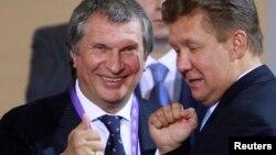 Председатель правления «Газпрома» Алексей Миллер (справа) и глава «Роснефти» Игорь Сечин.