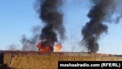 أعمدة الدخان تتصاعد من شاحنات الوقود التابعة لحلف الناتو وهي تحترق في باكستان.