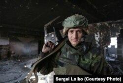 Український військовослужбовець у Донецькому аеропорту. Жовтень 2014 року (Фото: Сергій Лойко)