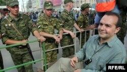 Виктор Шендерович участвует в акциях протеста не первый год. Это Пушкинская площадь, 2007 год.