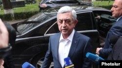 Бывший президент Армении Серж Саргсян прибывает в парламент, 16 апреля 2020 г.