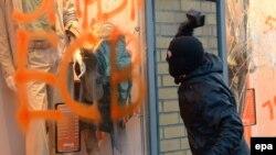 Neredi u Frankfurtu, sukobi policije i demonstranata