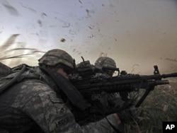 Ushtarët amerikanë në një nga qarqet e Irakut...