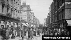 Дублін каля 1904 году (вуліца Эрл каля скрыжаваньня з вуліцай Саквіл, сёньня – вуліца О'Конэла).