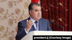 Президент Таджикистана Эмомали Рахмон на встрече с жителями Вахшской долины. 7 октября 2014 года.