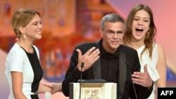 """سال ۲۰۱۳، """"آبی گرم ترين رنگ است"""" يا """"زندگی آدل"""" ،برنده نخل طلا جشنواره کن شد."""
