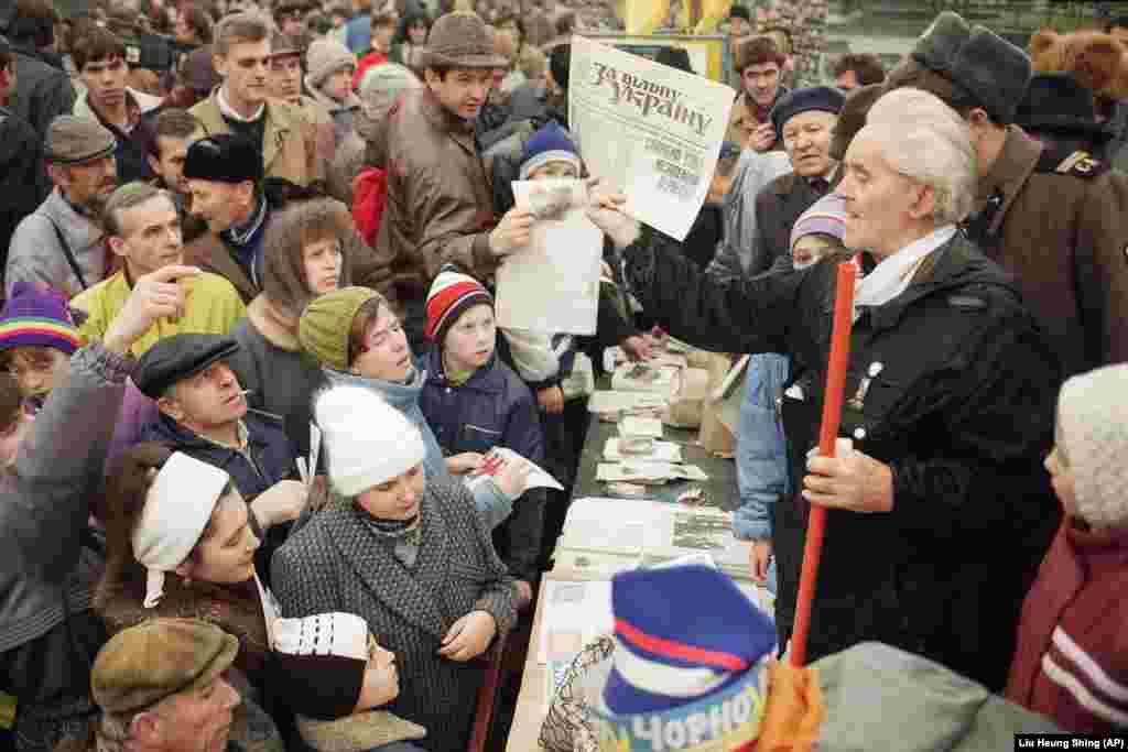 Під час агітації в центрі української столиці у переддень референдуму за Незалежність України. Київ, 30 листопада 1991 року