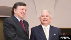 Голова Європейської комісії Жозе Мануель Баррозу та президент Польщі Лех Качинський перед підписанням Лісабонського договору. Варшава, 10 жовтня 2009 р.