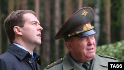 General Nikolai Solovtsov (right) with President Dmitry Medvedev in May 2008