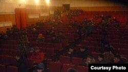 Встреча с митингующими в областном театре. Нарын. 14 января 2014г.