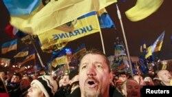 Сторонники евроинтеграции Украины на Майдане Незалежности в Киеве. 17 декабря 2013 года.