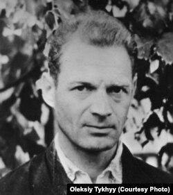 Олекса Тихий, донецький учитель, дисидент, співзасновник УГГ. Помер у неволі