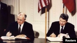 INF sporazum potpisali su Ronald Regan i Mihail Gorbačov u Beloj kući, 8. decembra 1987.