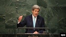 Fostul secretar de stat John Kerry la semnarea Acordului de la Paris asupra încălzirii globale