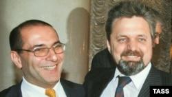 Глава Ассоциации российских банков Гарегин Тосунян (слева) призывает не форсировать события в деле расследования убийства Андрея Козлова (справа)
