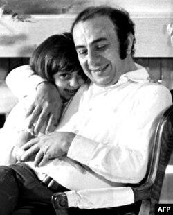 فیروز در دهه ۱۹۵۰ با عاصی رحبانی از آهنگسازان بنام عرب ازدواج کرد