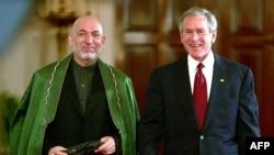 Hamid Karzai afgán és George W. Bush amerikai elnök