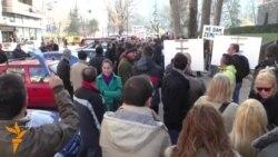 Fermerët e Vojvodinës protestojnë në Beograd