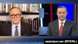 Директор Армянской службы РСЕ/РС Грайр Тамразян берет интервью у секретаря Совбеза Армении Армена Григоряна