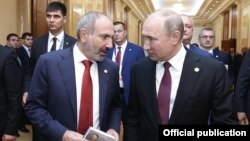 Nikol Paşinyan və Vladimir Putin, arxiv foto