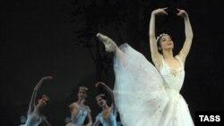 Наталья Осипова исполняет партию Сильфиды на репетиции балета в постановке Йохана Кобборга на сцене Большого театра