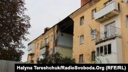 «Причиною обвалу стало руйнування середньої несучої стіни підвалу», – цитує міська рада висновки експертів