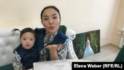 Алтын Каникар, мама ребенка с синдромом Дауна, организовала фонд в поддержку «солнечных» детей. Караганда, 11 декабря 2018 года.