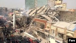 نمایی از ساختمان فروریخته پلاسکو در مرکز تهران.