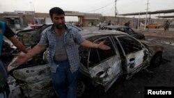 Pamje pas një sulmi të mëparshëm me makinë bombë në lagjen Sadr City të Bagdadit