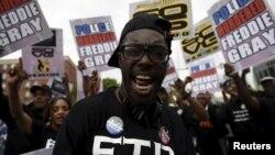 Pamje nga protestat në Baltimorë