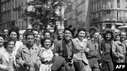 Ֆրանսիա - Համաժողովրդական տոնախմբություն նացիստների պարտության կապակցությամբ, Փարիզ, 8-ը մայիսի, 1945թ.