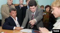 Boris Nemtsov (left) registers as a candidate for Sochi mayoral election.