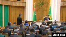 Türkmenistanyň prezidenti žurnalistleriň öňünde çykyş edýär, Aşgabat, 11-nji awgust, 2017.