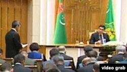 Türkmen žurnalistleri ilkinji gezek prezidente sorag berdi