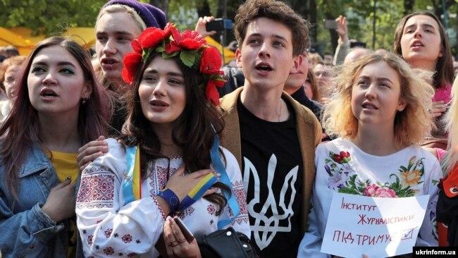Під час мітингу біля Верховної Ради України. Цього дня депутати ухвалили закон про українську мову. Київ, 25 квітня 2019 року
