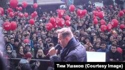 Алексей Навальный на встрече со своими сторонниками в Новосибирске, архивное фото