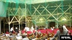 Незважаючи на ремонт, народні депутати таки зіблались сьогодні у сесійній залі