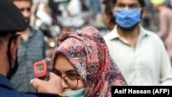 په پاکستان کې د کورونا وایرس ورځنیو پېښو شمېر په کمېدو وو.
