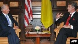 U.S. Vice President Joe Biden and Ukrainian President Viktor Yushchenko in Kyiv