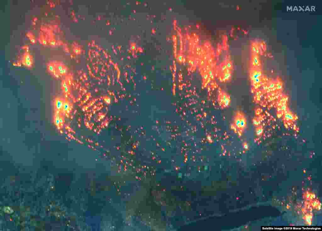 U.S. -- Satellite image shows fires in Paradise Pines, California, on November 9, 2018
