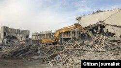Снесенный трехэтажный жилой комплекс в Мирзо-Улугбекском районе города Ташкента.