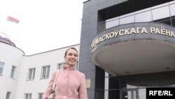 Тацяна Шапуцька ля суду Маскоўскага раёну