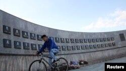 Memoriali përkujtimor për viktimat në masakrën e Reçakut