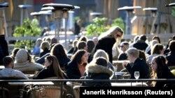 Koronavirusi nuk ua ndryshon shumë jetën suedezëve