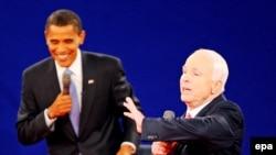 По последним данным опросов и по мнению наблюдателей, рейтинг Джона Маккейна пошатнулся и вперед выходит Барак Обама